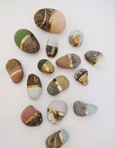 Painted StonesPaint special found stones with chalk and. (TrueBlueMeAndYou: DIYs for Creative People) DIY Painted StonesPaint special found stones with chalk and.DIY Painted StonesPaint special found stones with chalk and. Stone Painting, Diy Painting, Rock Painting, Fruit Painting, Art Pierre, Diy And Crafts, Arts And Crafts, Metallic Paint, Gold Paint