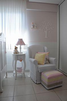 Quarto bebê amarelo e rosa #projetojunejaim http://www.mimoinfantil.com.br/adesivos-para-quarto-de-bebe-gatinho/