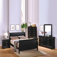 Investing in King Size Bedroom Sets is an incredible idea for homeowners. Here the listed of top 10 best King Size Bedroom Sets that are worth to invest. Glass Bedroom Furniture, King Size Bedroom Furniture, Mirrored Furniture, Full Size Bedroom Sets, King Bedroom Sets, Master Bedroom, Queen Bedroom, Bedroom Black, Handmade Home