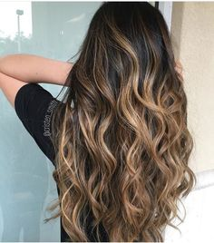 In case you're at all into hair, balayage is a term you've most likely heard tossed around a ton recently. Yet, in case you're experiencing difficulty making sense of the contrast between balayage, om Best Ombre Hair, Brown Ombre Hair, Ombre Hair Color, Hair Color Balayage, Hair Highlights, Honey Balayage, Balayage Ombre, Blonde Honey, Carmel Ombre Hair