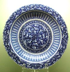 Charger with foliate rim, circa 1480, Iznik, Turkey. Baba Nakkash style. Istanbul Archeological Museum.