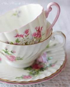 Aiken House & Gardens: Soft & Sweet on We Heart It Vintage Cups, Vintage Tea, Vintage Romance, Vintage Dishes, Tea Cup Saucer, Tea Cups, Coffee Cups, Shabby Chic, Manicure E Pedicure