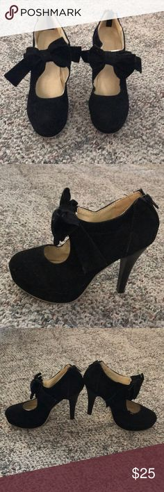 Velvet Heels with bow Worn only once for a Holiday party, never worn outdoors. Like new quality. & Other Stories Shoes Heels