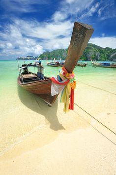 Idyllic Thailand beach scene. Nothing says Thailand like this picture