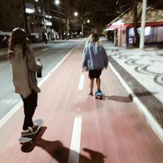 Image de girl, skate, and grunge Tumblr Skate, Spitfire Skate, Trendy Fashion, Kids Fashion, Dark Fashion, Skate Girl, Skate Style Girl, Skater Girl Style, Skateboard Girl