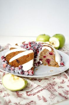 This Vegan Cranberry Apple Bundt Cake is topped with the most luscious vegan cream cheese frosting and sparkling fresh cranberries! Vegan Cream Cheese Frosting, Cake With Cream Cheese, Cream Frosting, Vegan Desserts, Vegan Recipes, Spicy Recipes, Vegan Food, Delicious Desserts, Cake Recipes