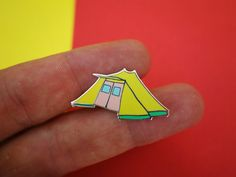 Tent Enamel ITGWO 2015 Pin An enamel pin of a De Waard tent, a tent you see all over the Dutch islands. This pin is part of a series of 5 pins,