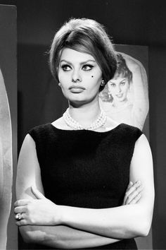 Sophia Loren in a beautiful Choker #HonoraPearls #PearlJewelry #PearlsThatGoWith