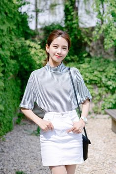 #mixxmix BAUHAUS Striped High Neck T-Shirt (BZGH) Gear up for a fresher and cooler spring with this high neck t-shirt. It features a classic striped pattern and elbow-length sleeves. #mxm #hideandseek #has #365basic #bauhaus #99bunny #heartclub #younggirlsfashion #koreanfashiontrend #streetfashion #dailyoutfit #koreanfashionstore #twinlook #twinslook #sisterlook