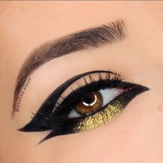 """""""BLACK • GOLD Thank you @tartecosmetics for sending me this amazing liner! Here's another look I created for the #eyeofthetarteist contest BROWS:…"""""""