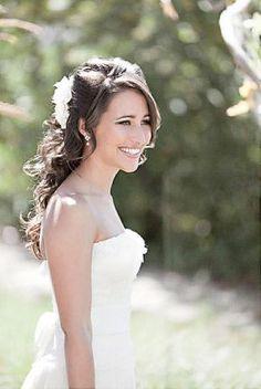 Coiffure mariée, coiffure mariage, accessoire mariage, wedding hairstyle, chignon, demi-queue  http://lamarieeencolere.com/post/19781640024/coiffure-mariage#