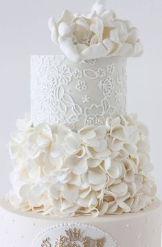 White wedding cake with interesting details - Gorgeous Wedding Cakes | Calligraphy by Jennifer