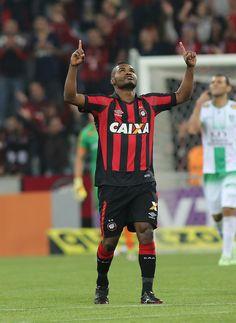 """Nikão prevê jogo duro com o Vitória e pede Furacão com """"muita intensidade"""" #globoesporte"""
