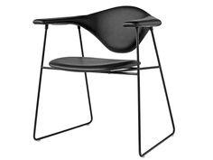 Chaise en cuir avec accoudoirs MASCULO Collection Gamfratesi by Gubi | design GamFratesi Design