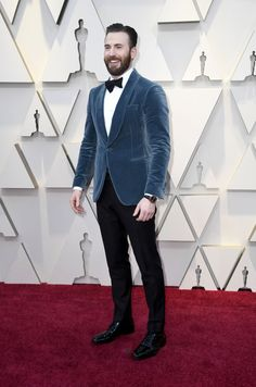 Chris Evans attended The Annual Academy Awards. Bradley Cooper, Constance Wu, Glenn Close, Mens Casual Dress Outfits, Men Dress, Oscars, Rapper, Steve Rogers Bucky Barnes, Christopher Evans