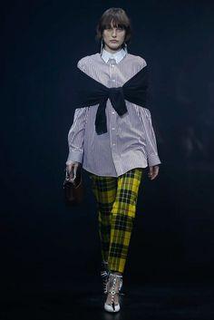 Balenciaga Spring 2018 Ready-to-Wear  Fashion Show - Catherine McNeil (OUI)