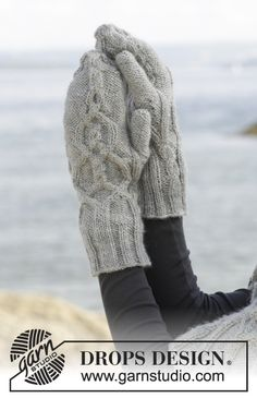 """Knitted DROPS mittens with cables and rib in """"Karisma"""". ~ DROPS Design"""