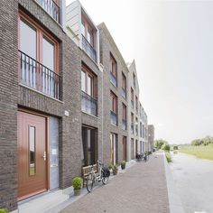 The 'Grain of Weesp', the scale and pace of the center of Weesp, is the inspiration for this plan with five city blocks along a spine of canals and squares. ... LEVS architecten