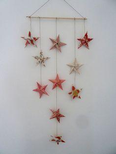 mobile 10 étoiles en origami pour décoration murale par papierelief