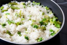 Make Broccoli and Rice Pilaf as an easy and healthy side dish to go with chicken or fish Healthy Side Dishes, Side Dish Recipes, Vegetable Recipes, Paella, Easy Rice Pilaf, 300 Calorie Meals, Cooking Recipes, Healthy Recipes, Rice Recipes
