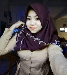 Hijabi Imut: Smile of the Hijaber Girl Hijab Teen, Arab Girls Hijab, Girl Hijab, Muslim Girls, Muslim Women, Beautiful Hijab, Beautiful Asian Girls, Muslim Fashion, Hijab Fashion