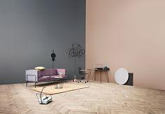 Ramis polstrede metallrørramme innrammer denne stilige sofaen på en grasiøs, luftig og iøynefallende måte. Designen, som har hentet inspirasjon fra 1920-tallet, er feminin uten å overdrive.