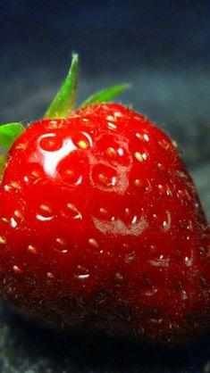 Pure Fresh Strawberry Macro #iPhone #5s #wallpaper