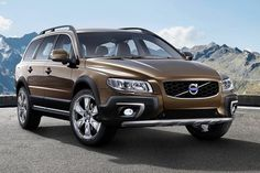 2017 Volvo XC70 is manufactured an executive car and marketed by Volvo Cars from 1996 to 2016 over three generations. The name V70 combines the letter V stands for versatility, and 70, which is relatively platform size.