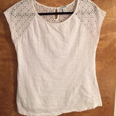 Old Navy white top Used but clean and in good condition. A little wrinkly. Old Navy Tops White Tops, Navy And White, Navy Tops, Petite Fashion, Curvy Fashion, Style Fashion, Celebrity Dresses, Celebrity Style, Couture Tops