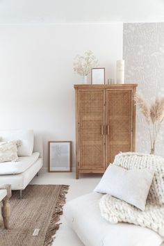 Handmade rattan wicket vintage wardrobe minimalist living room ELLE INTERIEUR - b . Minimalist Living, Minimalist Decor, Minimalist Furniture, Minimalist Bedroom, Living Room Decor, Living Spaces, Living Rooms, Decor Room, Bedroom Decor