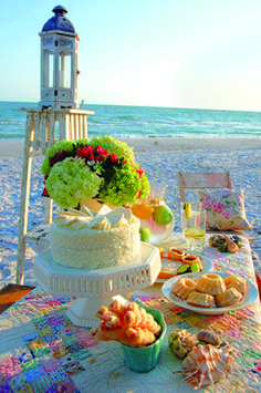 Romantic Beach Picnic: A beach picnic can be more than sunblock and surfboards with some inspiration from the past. Romantic Picnics, Romantic Beach, Romantic Homes, Romantic Dinners, Picnic Foods, Picnic Recipes, Picnic Ideas, Picnic Decorations, Romantic Surprise