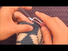 How to Maintain Proper Tension While Doing Tapestry Crochet - A Free Tutorial… Tunisian Crochet, Crochet Stitches, Knit Crochet, Crochet Cross, Crochet Home, Crochet Handbags, Crochet Purses, Mochila Crochet, Tapestry Crochet Patterns