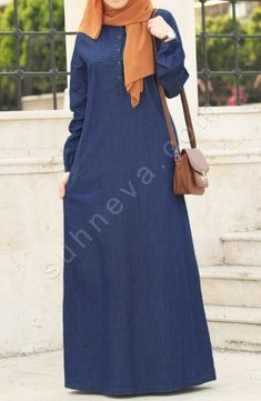 Önden Düğmeli Kot Elbise - Lacivert Elbise, Kot Tesettür Nefes alan yumuşak %100 pamuk kot kumaş. Astarsızdır iç göstermez.Cebi mevcuttur.Öndeki düğmeleri Suhneva