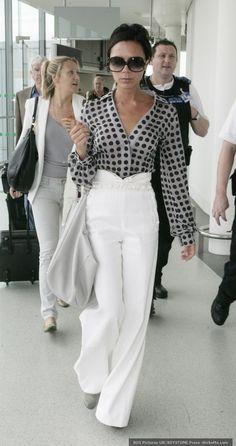 Victoria Beckham -  Women´s Fashion Style Inspiration - Moda Feminina Estilo Inspiração - Look - Outfit