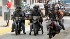Maduro sube el salario mínimo 60% en plena crisis política, mientras la oposición reta a nueva marcha el 1 de mayo