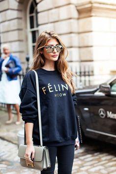 fashion look street style sweatshirt printed feline meow Trend Fashion, Fashion Mode, Look Fashion, Net Fashion, Urban Fashion, Preppy Fashion, Fashion Outfits, Fashion Story, Blue Fashion