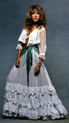 Stevie Nicks, Boho Fashion Icon. LOVE the contrasting scarf drape at the waist.