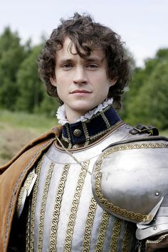 #HughDancy as the Earl of Essex, Robert Devereux in the 2005 HBO TV miniseries Elizabeth I, starring Helen Mirren - superb production - young Hugh and 60-something Helen, kiss-- a lot.