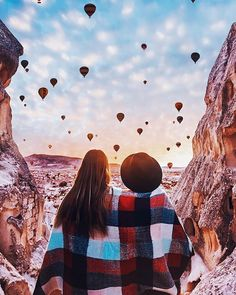 old photographer from Moscow, Kristina Makeeva shot this stunning series of images highlighting the vibrant beauty of the world famous hot air balloons commonly seen in Cappadocia, Turkey. Balloon Rides, Hot Air Balloon, Antalya, Ballons Fotografie, Turkey Destinations, Travel Destinations, Places To Travel, Places To Visit, Meditation France