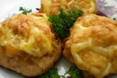 картофельно-мясные-бомбочки Romanian Food, Russian Recipes, Vegetable Recipes, Food Dishes, Baked Potato, Mashed Potatoes, Cauliflower, Good Food, Bacon