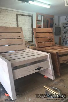 DIY Modern Deck Chairs - Complete tutorial available. #diy #outdoordiy #deckchairs Diy Furniture Chair, Outside Furniture, Diy Pallet Furniture, Small Furniture, Diy Chair, Rustic Furniture, Modern Furniture, Furniture Market, Furniture Outlet