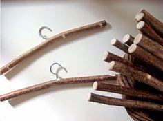lodijoella: Cómo hacer ganchos para ropa con troncos de madera...