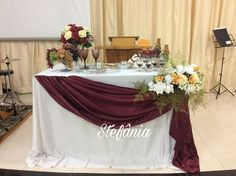 Church Altar Decorations, Wedding Decorations, Table Decorations, First Communion Decorations, Children's Church Crafts, Altar Design, Kids Church, Flower Arrangements, Marie
