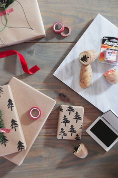 Top Florida life and style blog Fresh Mommy Blog shares these Easy Christmas Gift Wrapping Ideas and the one hack you need to know! Its a wrap! ;)