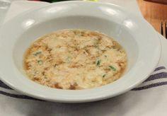 <p>Lastracciatellaou+bouillon+aux+oeufs+est+une+recette+typique+deRome,+on+l'appelle+aussi+stracciatella+à+la+romaine.+Difficulté+:+Facile+Préparation+:+15+MIN.+Cuisson+:+10+MIN.+Ingrédients+pour+6+personnes+Œufs+–+3+Semoule+–+3+cuillères+Parmesan+–+râpé+3+cuillères+Bouillon+de+viande+–+1+litre+et+…</p>