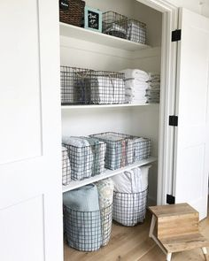 Organize your linen closet beautifully, efficiently and easily just like a pro! Take a look at this gorgeous linen closet! Organize your linen closet beautifully, efficiently and easily just like a pro! Take a look at this gorgeous linen closet! Linen Closet Organization, Home Organisation, Closet Storage, Bathroom Organization, Organization Ideas, Bathroom Shelves, Small Bathroom, Laundry Storage, Storage Bins