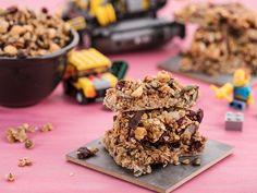 Domáce cookies so sušeným ovocím a semienkami (mandle, arašídy, čučoriedky) Krispie Treats, Rice Krispies, Cookies, Desserts, Food, Crack Crackers, Postres, Biscuits, Deserts