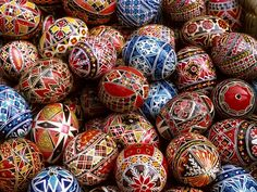 Traditional Romanian Easter Eggs are hand painted. Op Art, Easter Egg Pictures, Ostern Wallpaper, Easter Devotions, Easter Symbols, Orthodox Easter, Greek Easter, Ukrainian Easter Eggs, Ukrainian Art