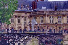https://flic.kr/p/HUdHwp | Paris Juin 2016 - 119 des sculptures sur le Pont des Arts