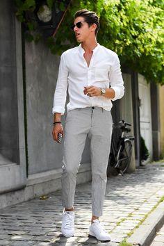 tenue mariage homme invité décontracté été avec pantalon costume gris  chemise blanche et basket blanches Tenue d5c1cc5810a